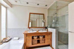 Comment accrocher un rideau de douche