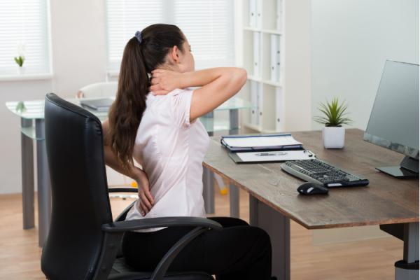 Réorganisation posturale et prise de conscience grâce au collier arbre de vie